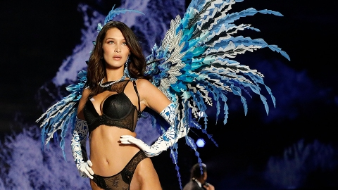 The Craziest Moments from the 2017 Victoria's Secret Fashion Show   StyleCaster