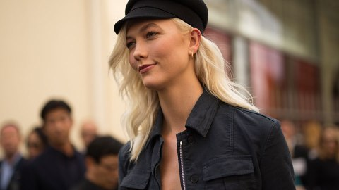 How Karlie Kloss Gets Her Red Lipstick to Stay Put | StyleCaster