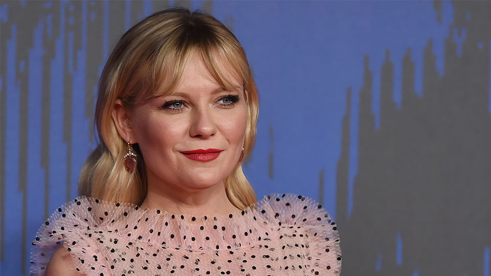 Kirsten Dunst's Makeup Artist Reveals An Easy Hack to Rid of Glitter