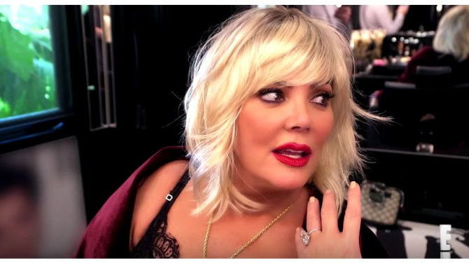 kris jenner Kris Jenner Looks Exactly Like Kim Cattrall in Another Blonde Wig