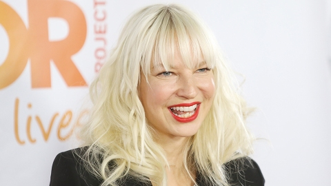 Why Sia Posted a Nude Paparazzi Photo of Herself   StyleCaster