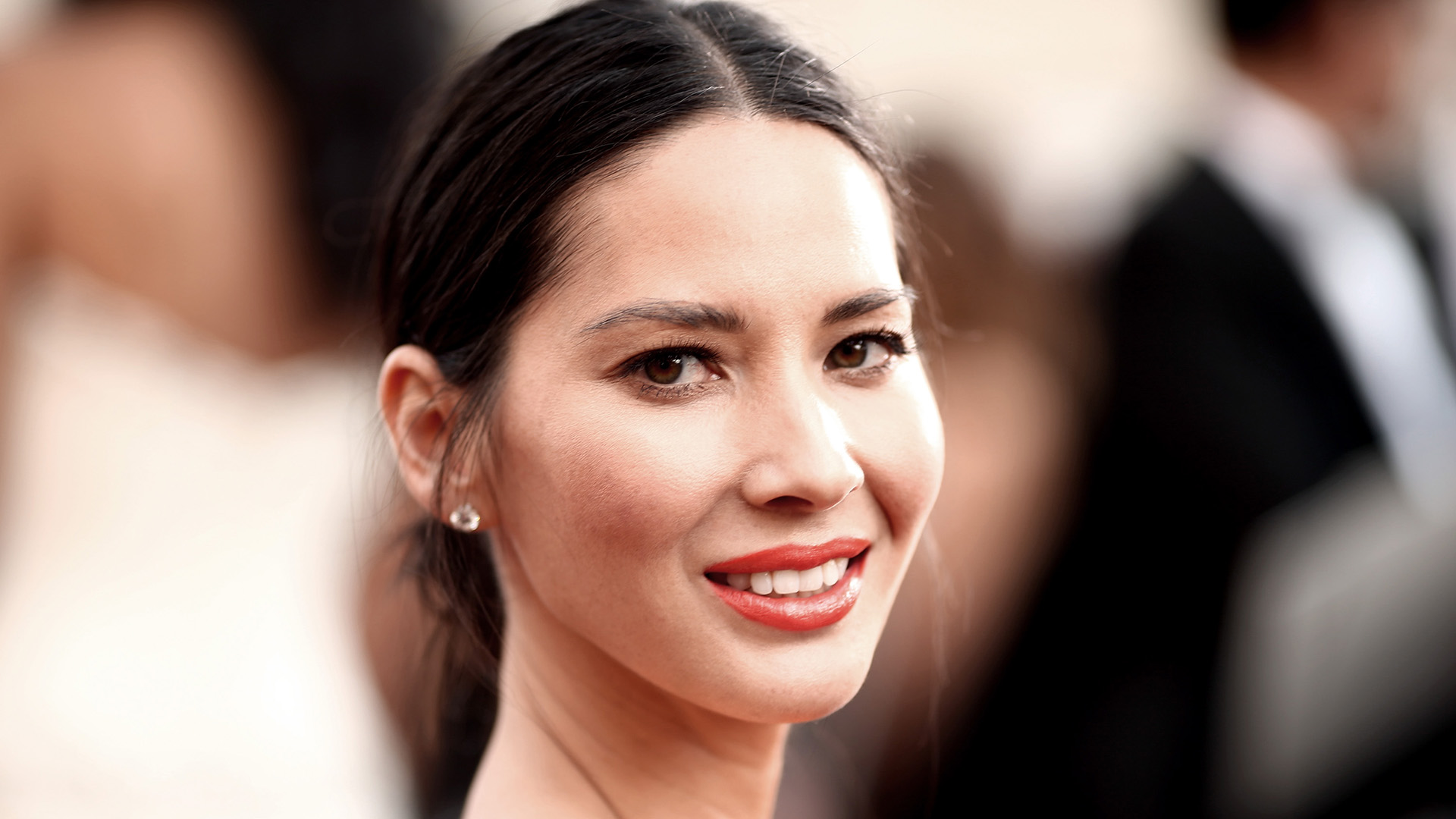 Olivia Munn's Masseuse Thought She Was Pregnant Because of All the Holiday Food She Ate