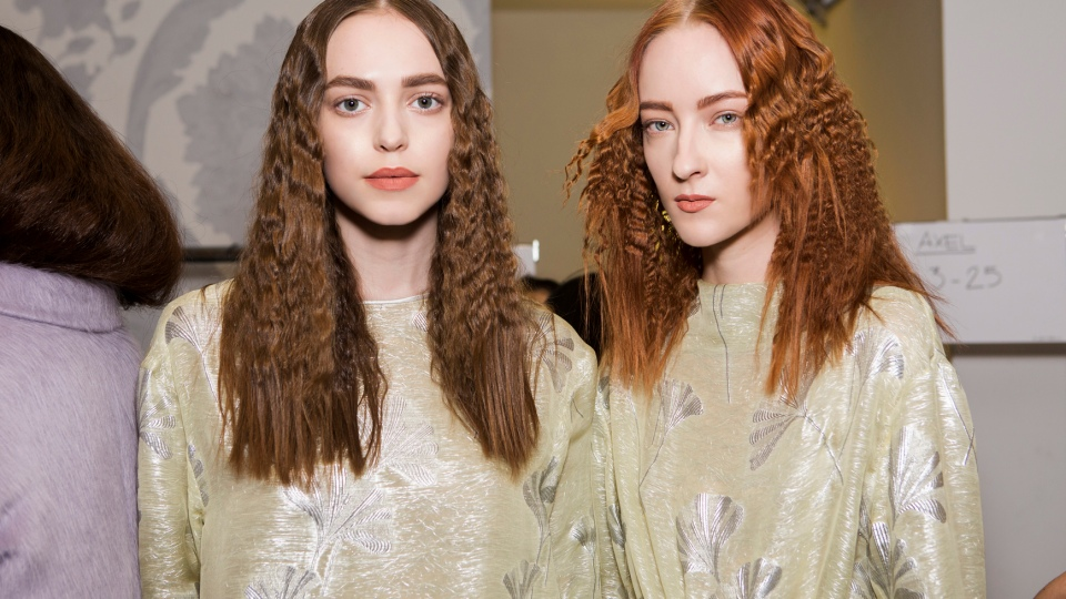 This is the Right Way to Wash Your Hair | StyleCaster