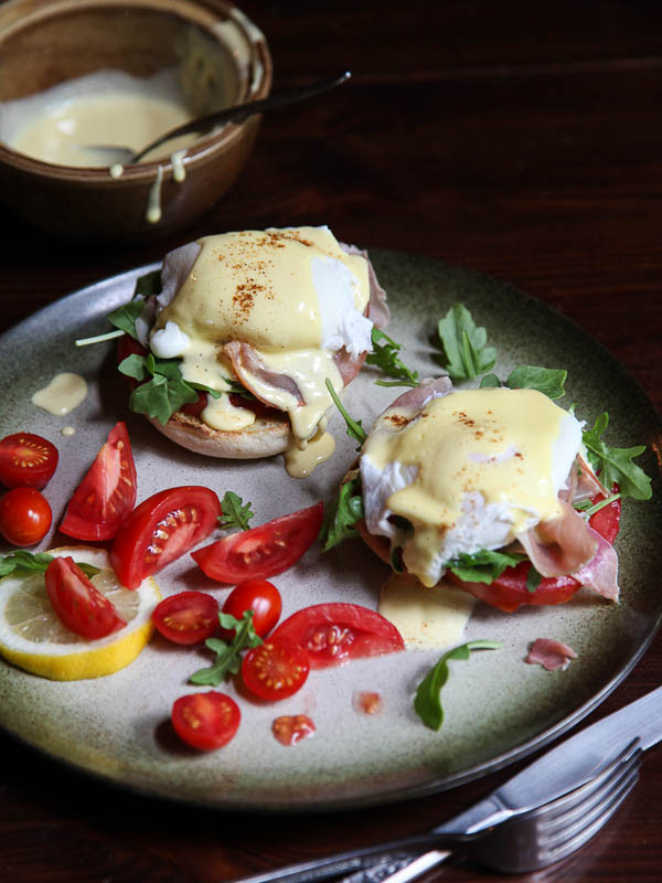 STYLECASTER | comfort food recipes | prosciutto eggs benedict