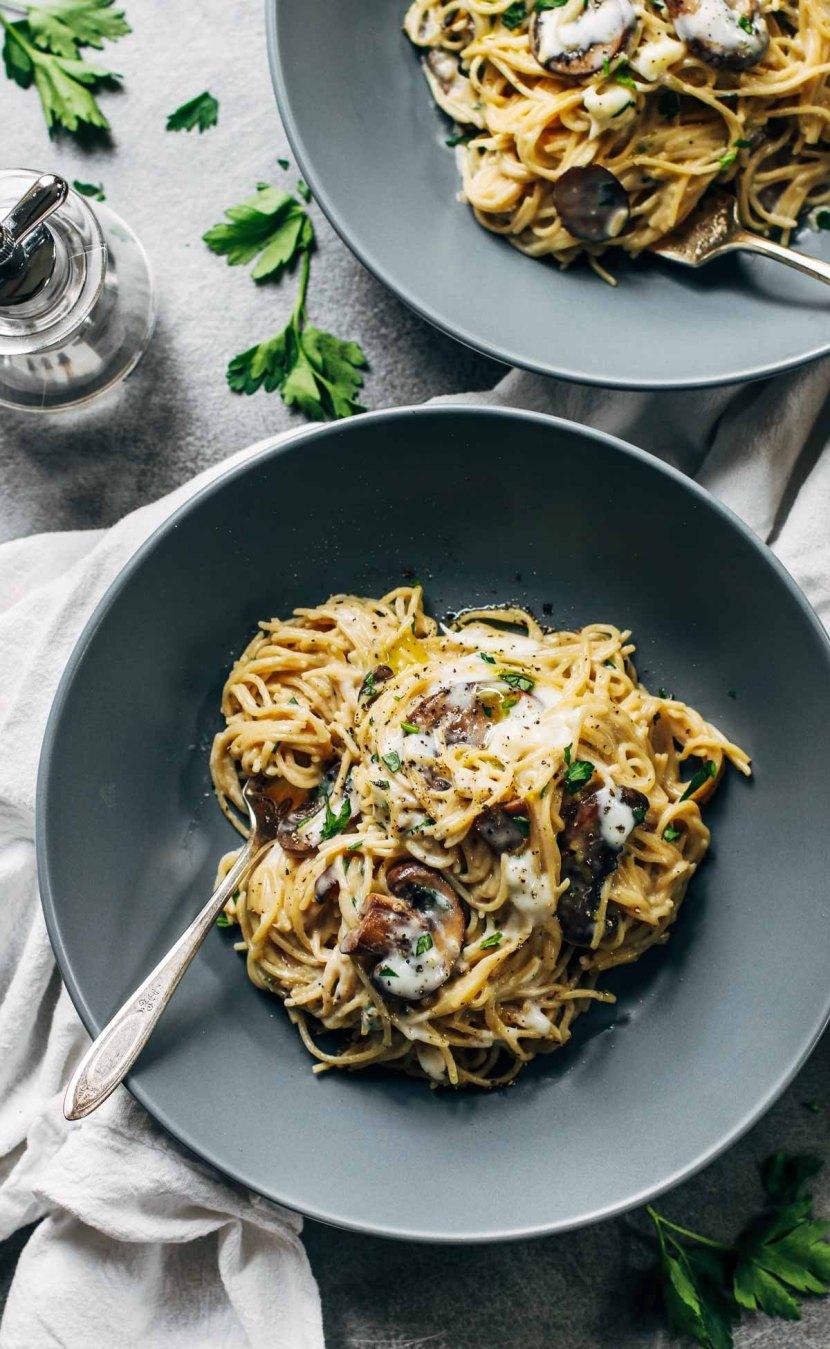 STYLECASTER | comfort food recipes | Creamy Garlic Herb Mushroom Spaghetti