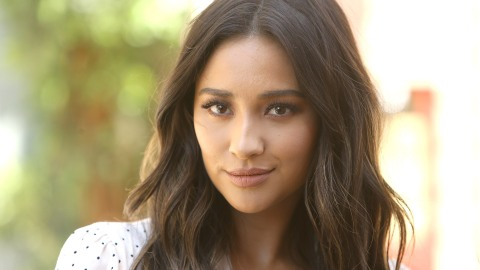 Proof that Shay Mitchell Is Jennifer Lopez's Long-Lost Twin | StyleCaster