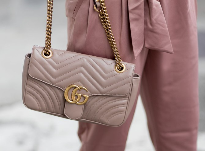 gettyimages 910199826 5 Effective Ways to Keep Your Purse Clean