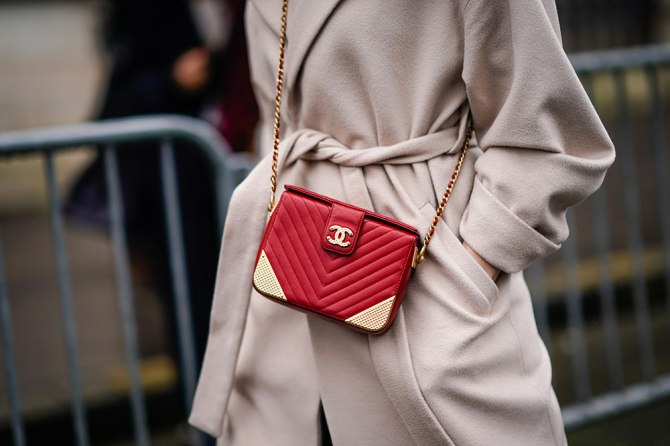 gettyimages 910306578 5 Effective Ways to Keep Your Purse Clean