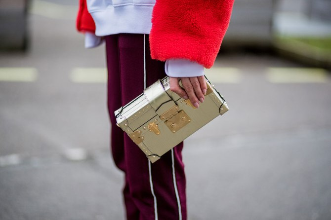 gettyimages 913176782 5 Effective Ways to Keep Your Purse Clean