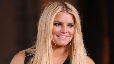 Jessica Simpson Bullied for Duck-Face Selfie | StyleCaster