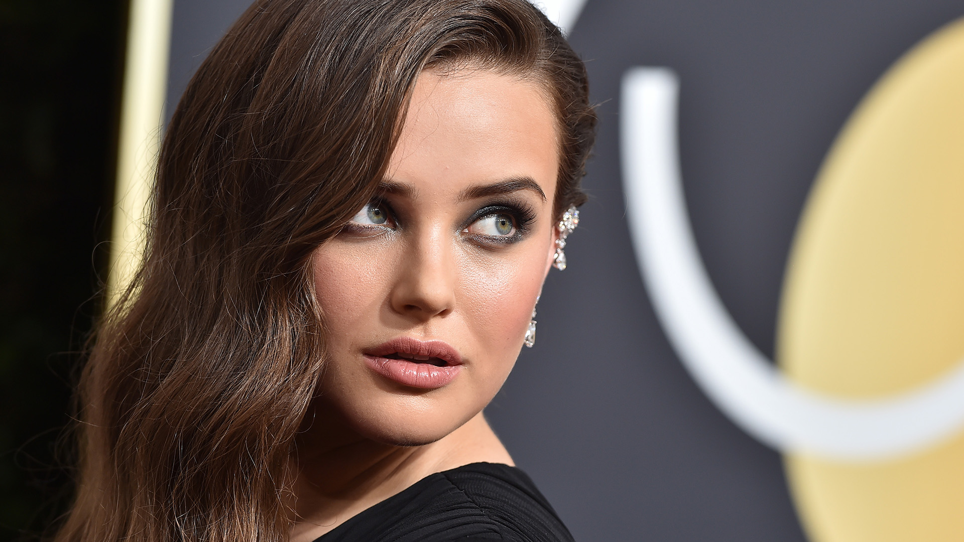 Alert: Katherine Langford Just Dyed Her Hair Platinum Blonde