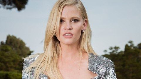 The Makeup Trick Lara Stone Uses to Quickly Brighten Her Eyes | StyleCaster