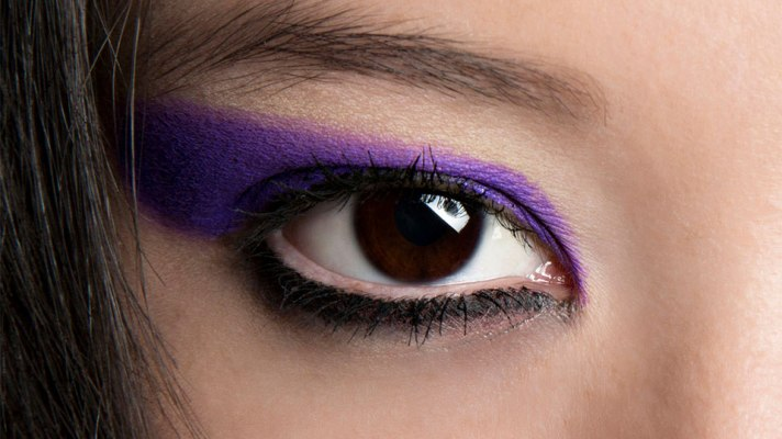 The Expert-Approved Way to Accentuate Your Eye Color with Makeup