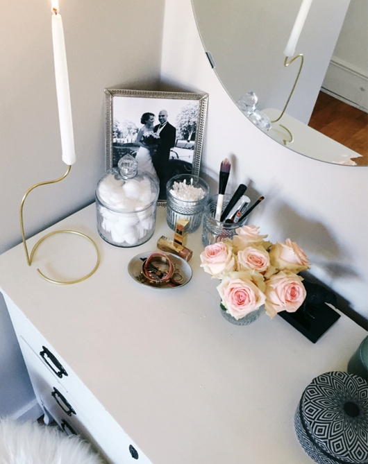 makeup storage hannas room 20 Truly Innovative (and Instagrammable) Ways to Store Your Beauty Products