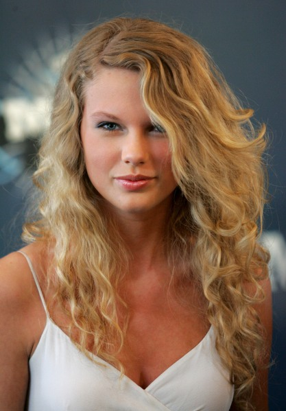 Taylor Swift S Beauty Evolution Is Mind Blowing Stylecaster