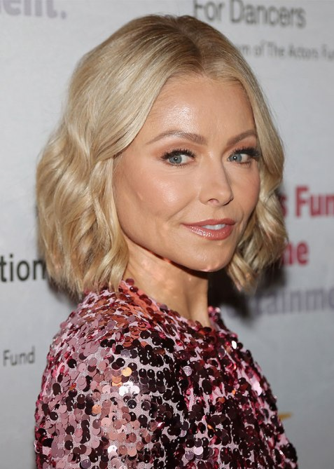 blunt haircuts kelly ripa The Straight Edge Hairstyle to Try When You Want to Level Up Your Look