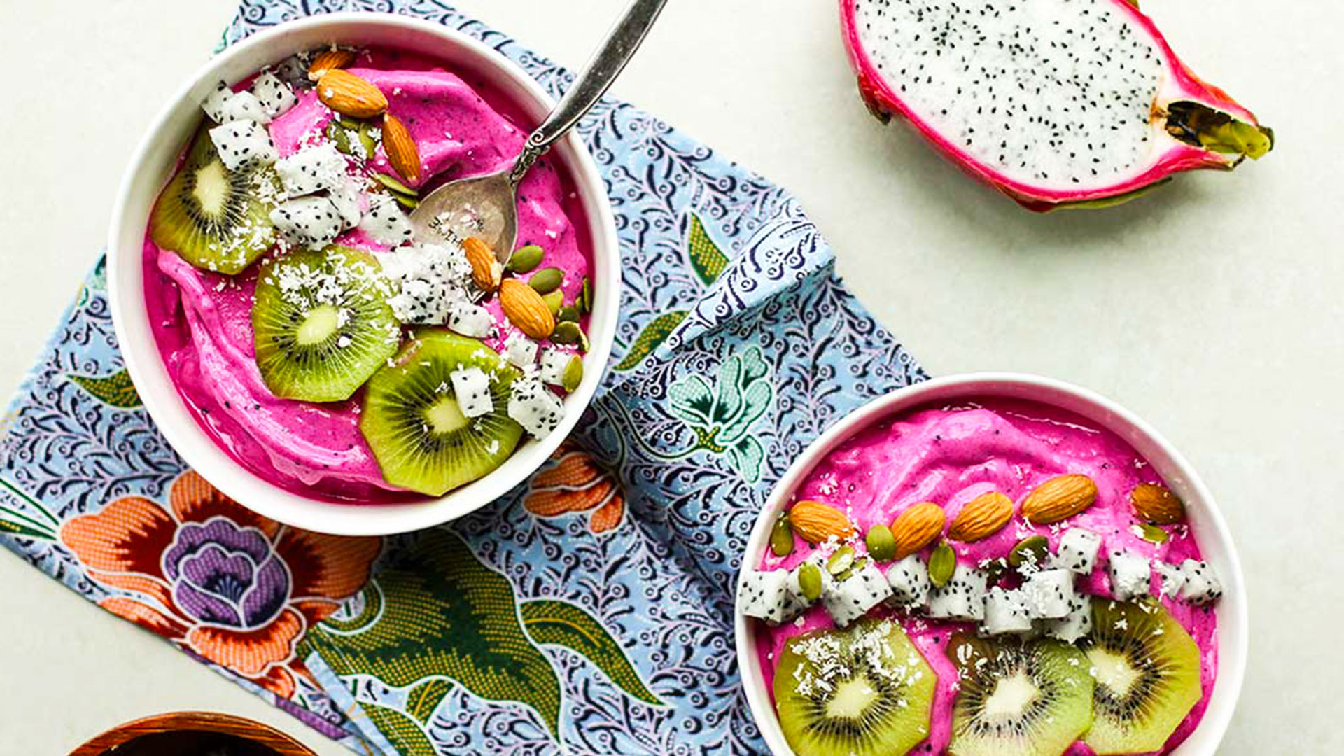 STYLECASTER   Smoothie Bowls