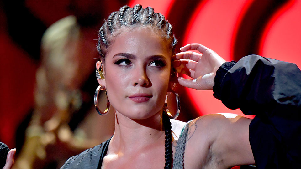 Halsey Calls Out the Hospitality Industry for Neglecting the Hair-Care Needs of PoC