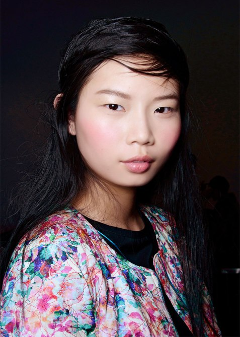 STYLECASTER | Summer Blush Application Tips