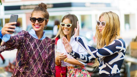 Insider Secrets to Snapping the Perfect Summer Selfie | StyleCaster