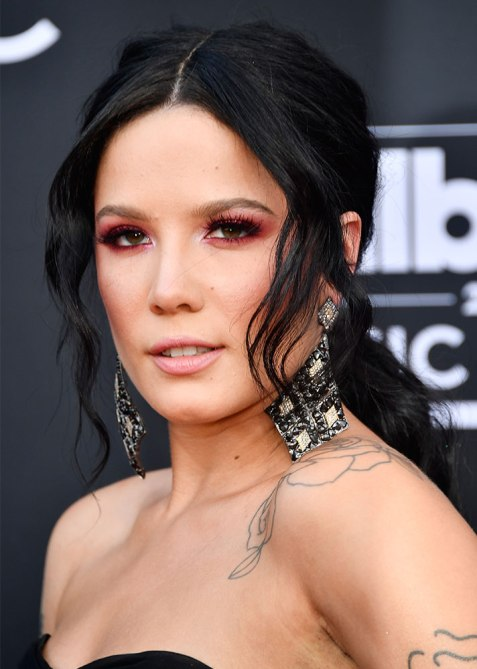 halsey hair Halsey Used Diamond Necklaces to Accessorize Her Billboard Music Awards Hairstyle