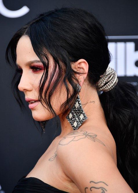 halsey Halsey Used Diamond Necklaces to Accessorize Her Billboard Music Awards Hairstyle