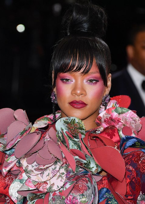 rihanna met How Rihanna Blends Her Highlight, Blush, and Eyeshadow For Maximum Glow