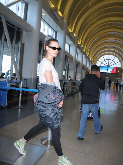 gettyimages 967580974 The Hair Accessory Behati Prinsloo Took From the Runway to the Airport