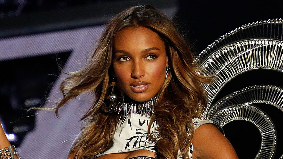 The Drugstore Product Jasmine Tookes Uses to Perfect Her Cat Eye