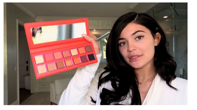 kylie jenner eye1 Kylie Jenner Teased a New Eyeshadow Palette in Her Vogue Makeup Tutorial