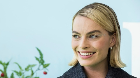 Margot Robbie's Nutritionist on How Emotions Can Affect Weight | StyleCaster