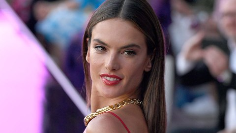 Alessandra Ambrosio Gave Us Overalls Outside of the Farm | StyleCaster