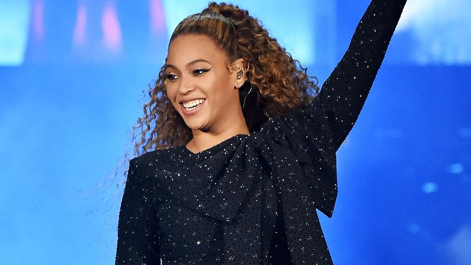 Beyoncé's Hair is Bleach Blonde and We're In Love
