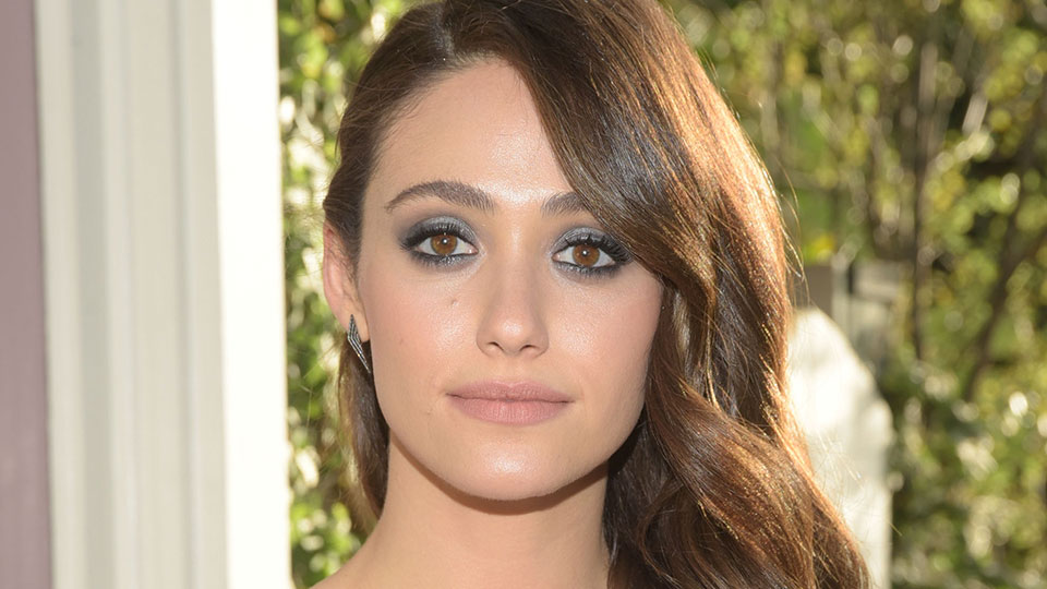 Emmy Rossum's Colored Eyeliner Is the Perfect Way to Update Your Cat-Eye