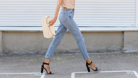 The Best Elastic Waist Jeans That Go With Office & Weekend Attire   StyleCaster