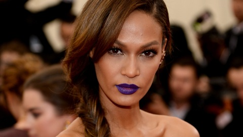 The Natural Oils Joan Smalls Uses to Moisturize Her Lashes | StyleCaster
