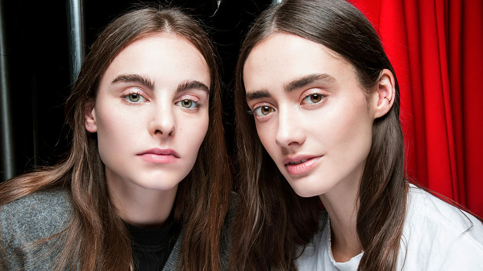 We Asked Two Pro Hairstylists How to Master the Middle Part