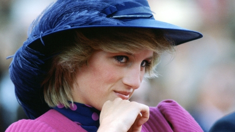 'The Crown' Revealed Who Will Play Princess Diana & the Resemblance Is Uncanny | StyleCaster