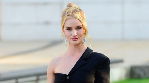 Rosie Huntington-Whiteley Is Channeling Carrie Bradshaw | StyleCaster