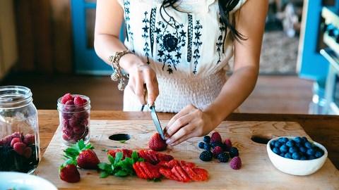 7 Kitchen Essentials Every Starter Chef Needs | StyleCaster