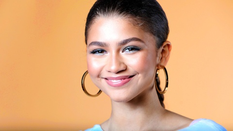 Zendaya's Pearl-Covered Hoops Prove You Can Have It All | StyleCaster