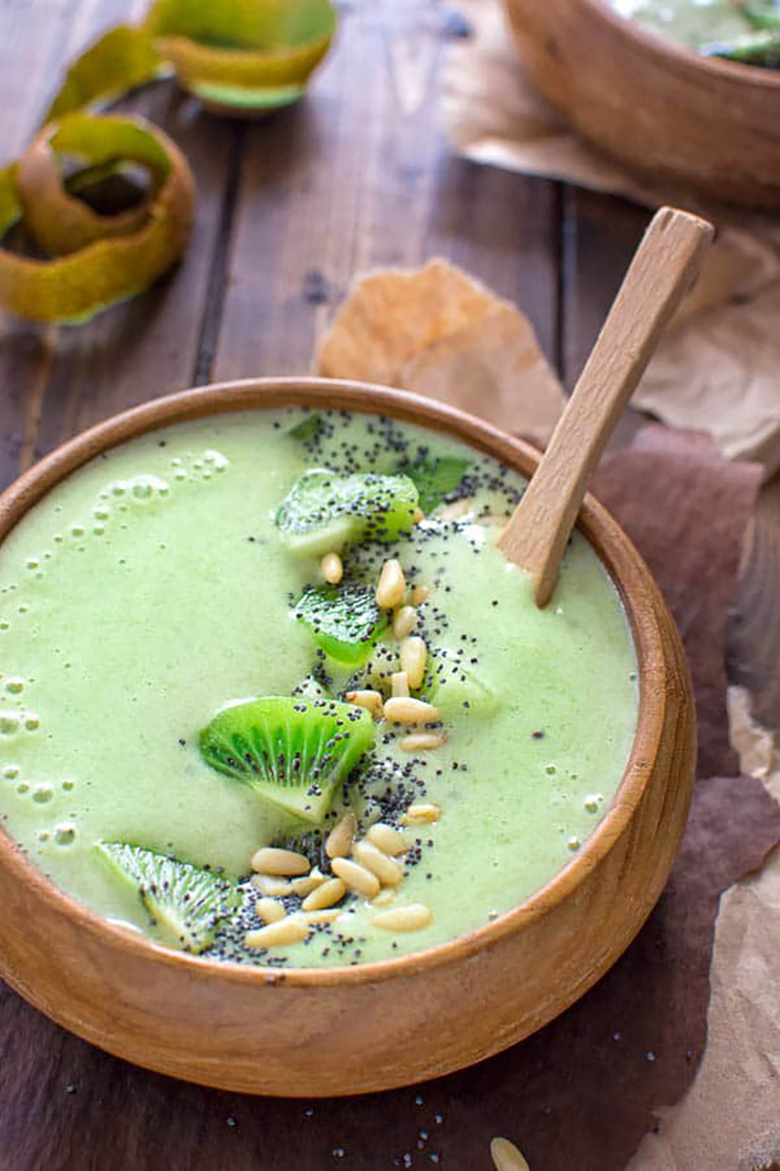 green matcha smoothie bowl 15 Can a Regular Human Make an Insta Style Smoothie Bowl Every Day?