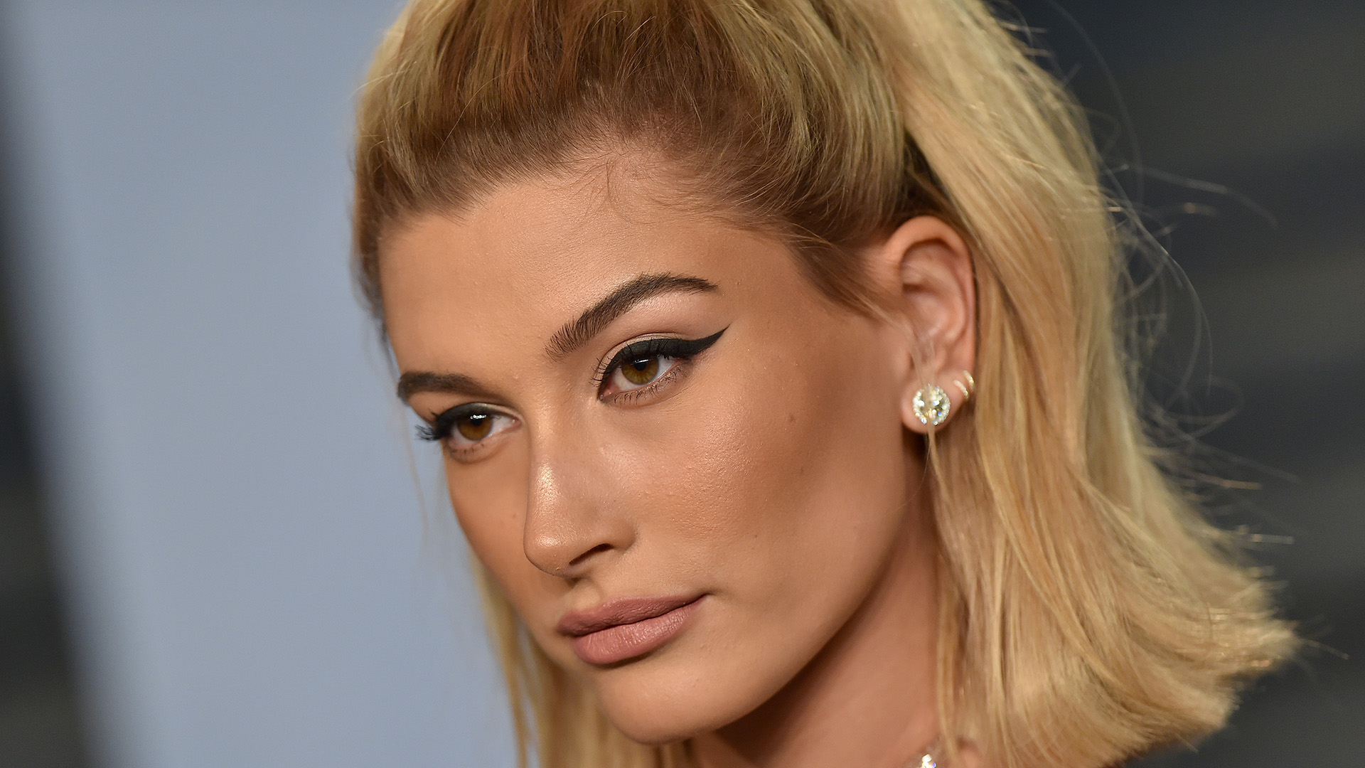 How Hailey Baldwin S Makeup Artist Uses Eyedrops Stylecaster