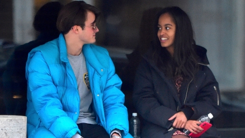 Was Malia Obama Smoking a Cigarette on a Date with Her BF? | StyleCaster