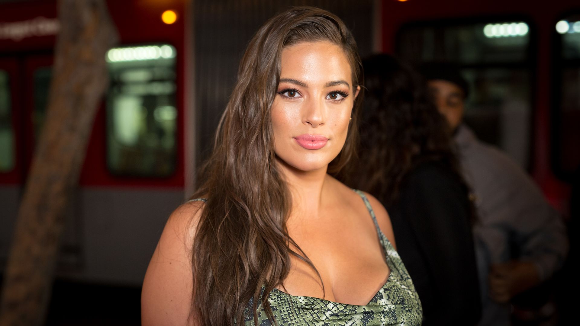 Ashley Graham Nude Selfie Reminds Us That Stretch Marks