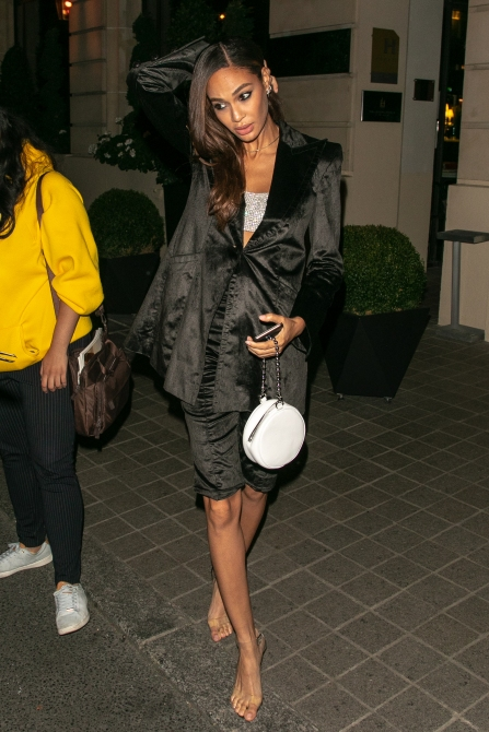 gettyimages 1041341142 Is Joan Smalls Wearing Invisible Heels in These Paris Fashion Week Photos?