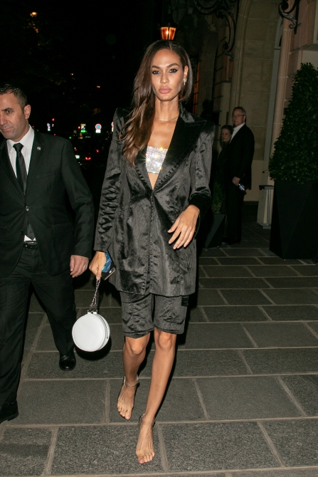 gettyimages 1041341154 Is Joan Smalls Wearing Invisible Heels in These Paris Fashion Week Photos?