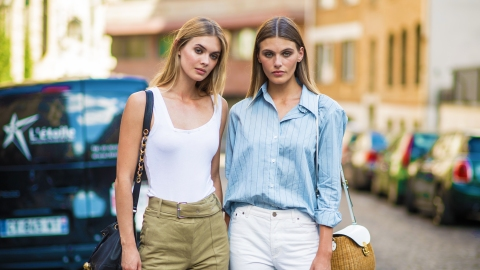 A Visual Guide to the 47 Sleekest Minimalist Fashion Outfits We've Ever Seen | StyleCaster