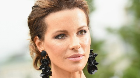 Kate Beckinsale Claps Back After Her Dress Is Called 'Hideous' | StyleCaster