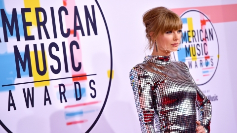 16 of the Most Head-Turning Looks from the 2018 AMAs | StyleCaster